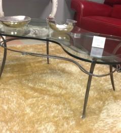 Ristrutturazioni e arredamenti Agostino - Tavolino con ripiano in cristallo