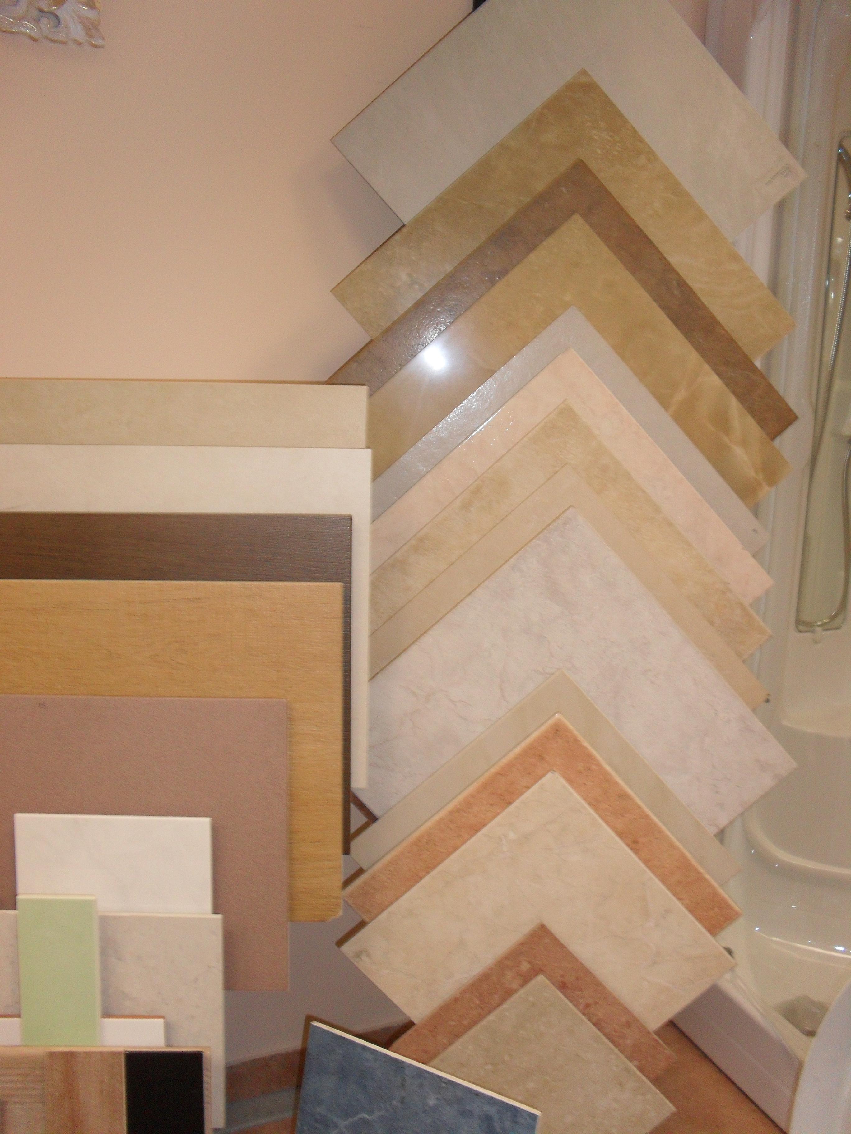 Piastrelle Bagno Stock. Beautiful Bagno Con Pavimento Bianco E Verde ...